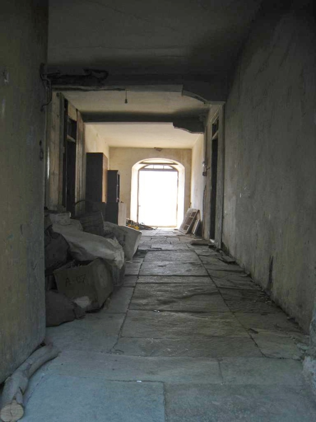 IMG_3120 Roussikon building V corridor