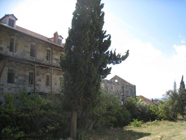 IMG_3124 Roussikon building V near U