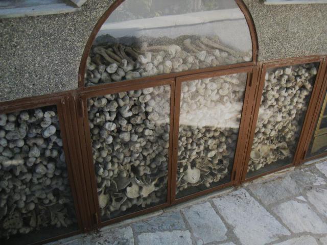 IMG_3149 Roussikon Ossuarium detail