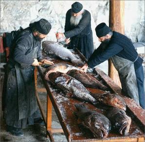 Monks_prepairing_fish1