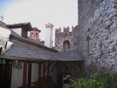 Img_3288_courtyard_bells_and_door