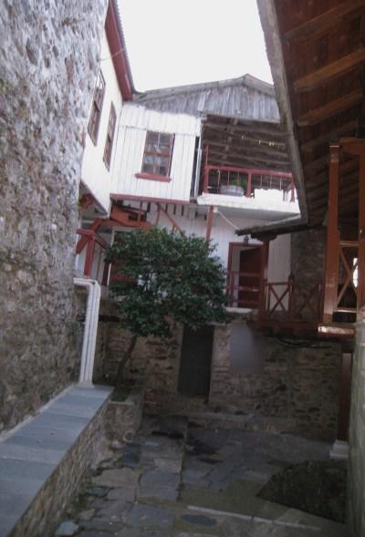 Img_3286_courtyard_and_balcony