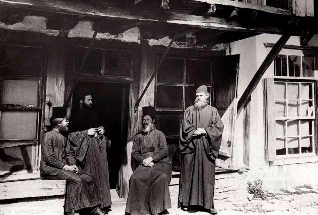 Vier monniken in Karyes