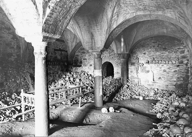 Athos 1914-18 Lavra ossuarium