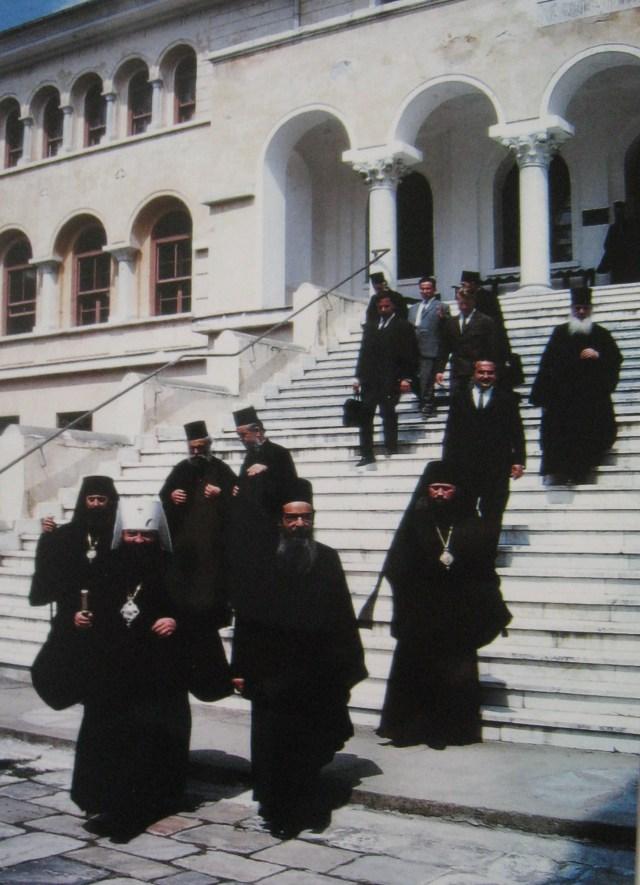 007 TenBc Metropoliet Nikodim op trap Epistatia Karyes 17-08-1967
