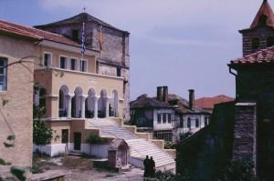 020 Karyes - Protaton en hoofdgebouw Holy Community 020