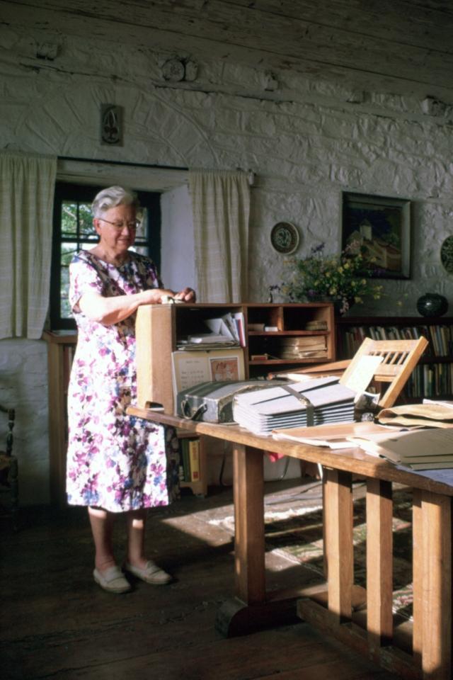 017 Joyce Nankivell Loch