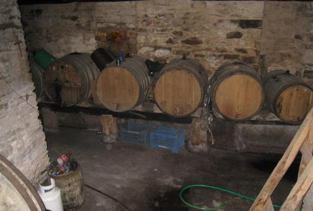 img_3689-stavronikita-small-wine-barrels-large
