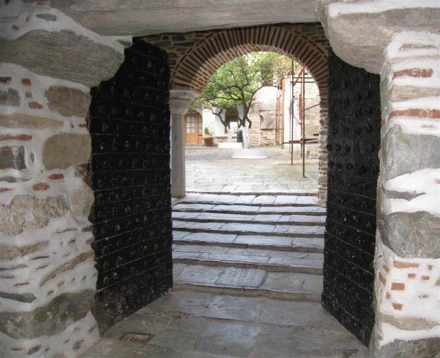 img_3724-pantocratoros-gate-large