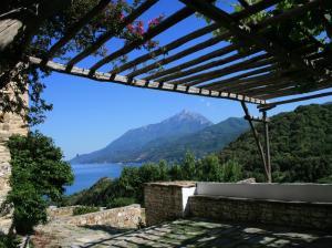 039 Stavronikita terrace