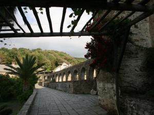 041 Stavronikita aquaduct