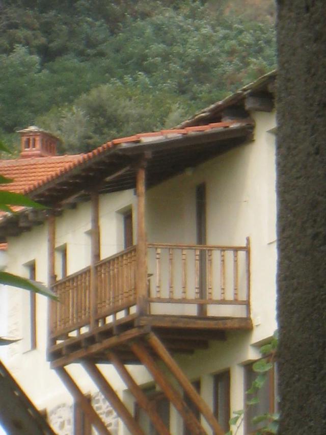 03-10 Karyes konaki 42 Konstamonitou balcony 34
