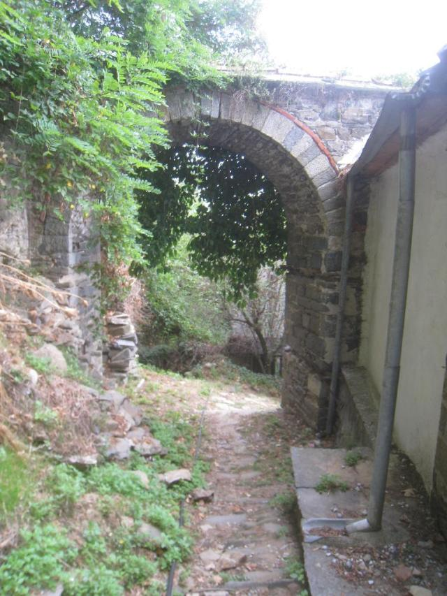 03-10 Karyes konaki 6 Chilandariou gate