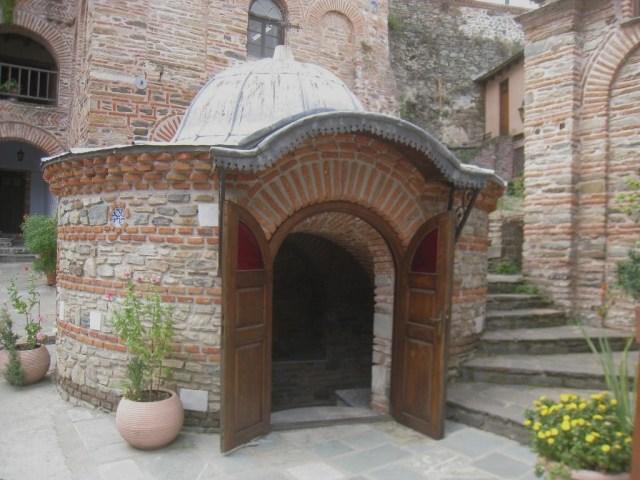 03-10 Koutloumousiou  round chapel