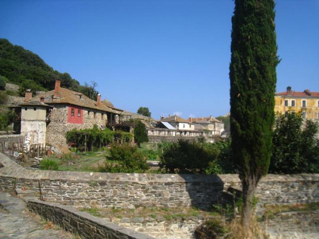 03-10 20 houses surrounding Iviron