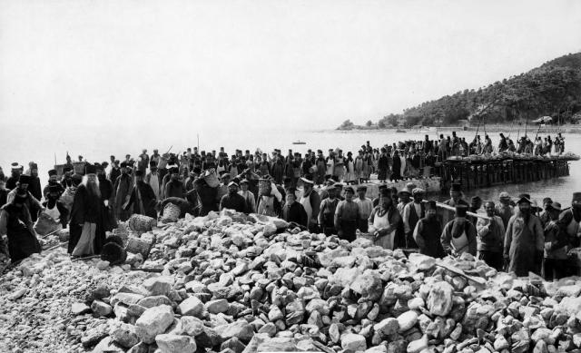 Panteleimonos constructing the pier