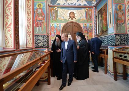 Putin with hieromonk Makary in Panteleimonos 28052016 2