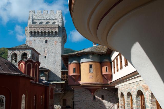 karakalou-courtyard
