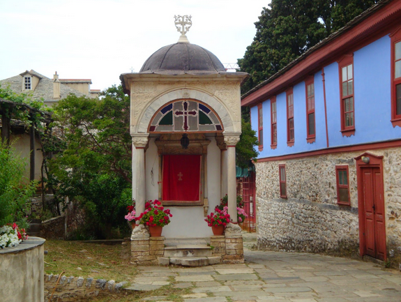 courtyard-lavra-near-trapeza